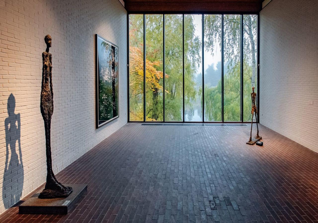 湖の風景を借景したGiacometti Room