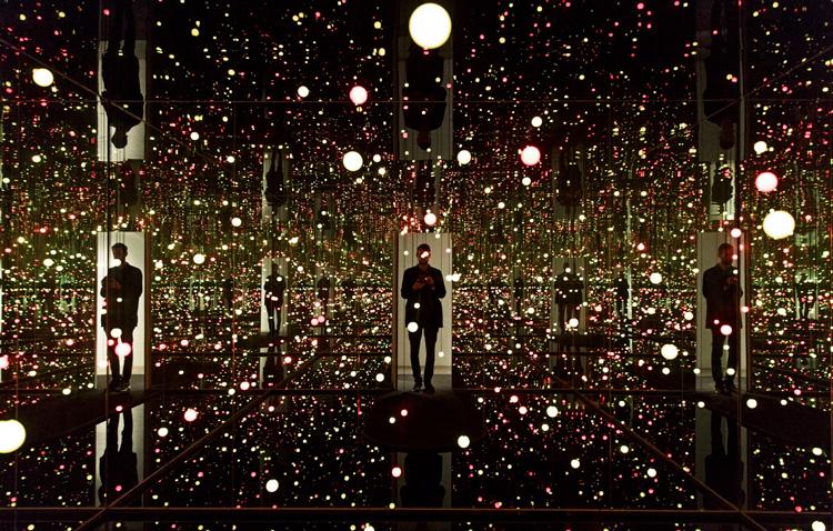 草間彌生 installation Gleaming Lights of the Souls